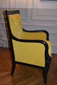 Bergère style Empire, garniture mousse, tissu Casal collection Maïs coloris 42, vue profil – après réfection