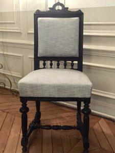Chaise style LOUIS XIII garniture crin, Tissu de couverture : JIM THOMPSON - THE THAI SILK CO, Couleur Céladon - Distributeur : Pierre FreyParis – vue face