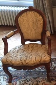 Fauteuil d'époque Louis XV - avant réfection.